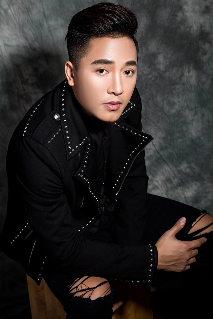 Kiểu tóc của Châu Khải Phong Side Part Pompadour