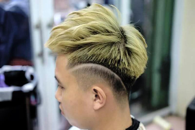 Kiểu tóc Mohcian nhuộm vàng rêu