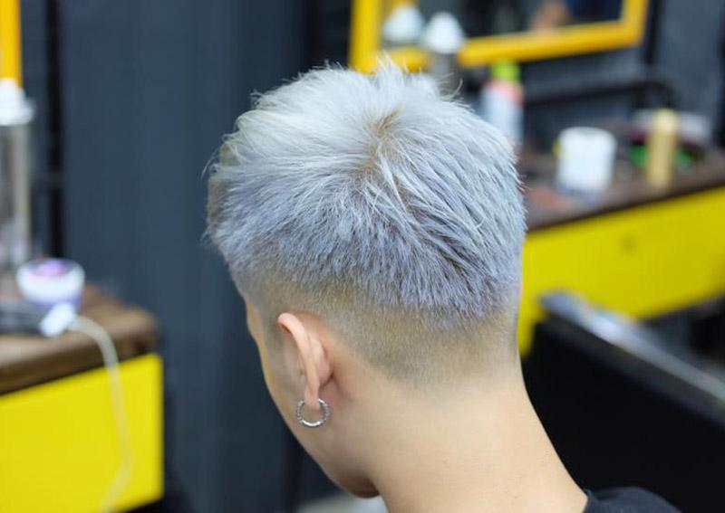 Kiểu tóc Mohican nhuộm xanh khói