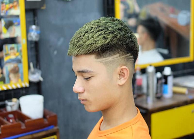 Kiểu tóc Mohican nhuộm xanh rêu