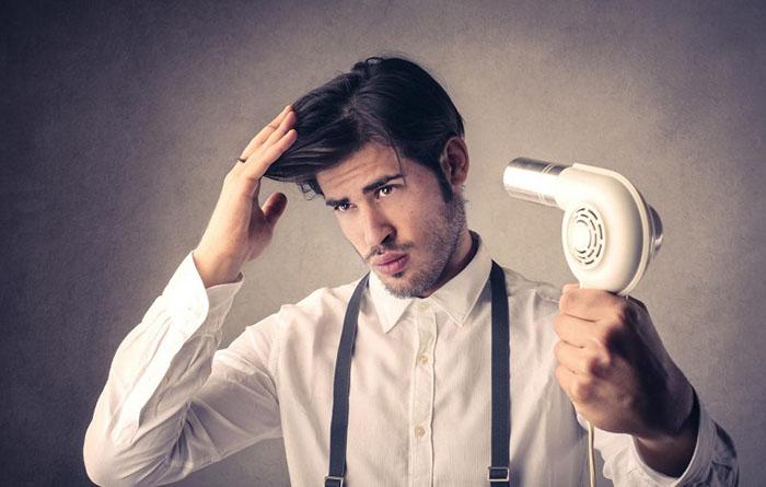 Tránh sử dụng quá nhiều nhiệt lên màu tóc nam xanh rêu