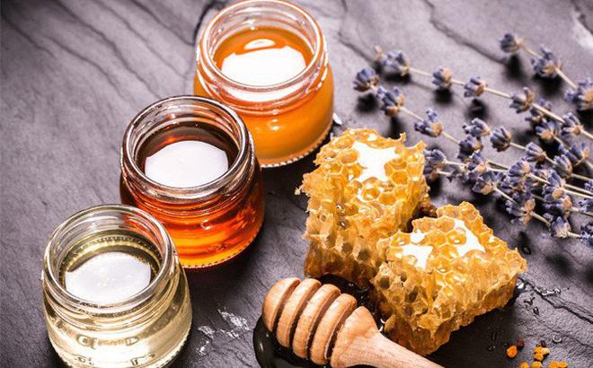 Sử dụng mật ong trong quá trình dưỡng và nuôi màu tóc nam xanh rêu