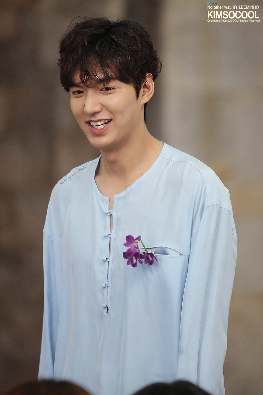 Tóc nam uốn xoăn xù của Lee Min Ho